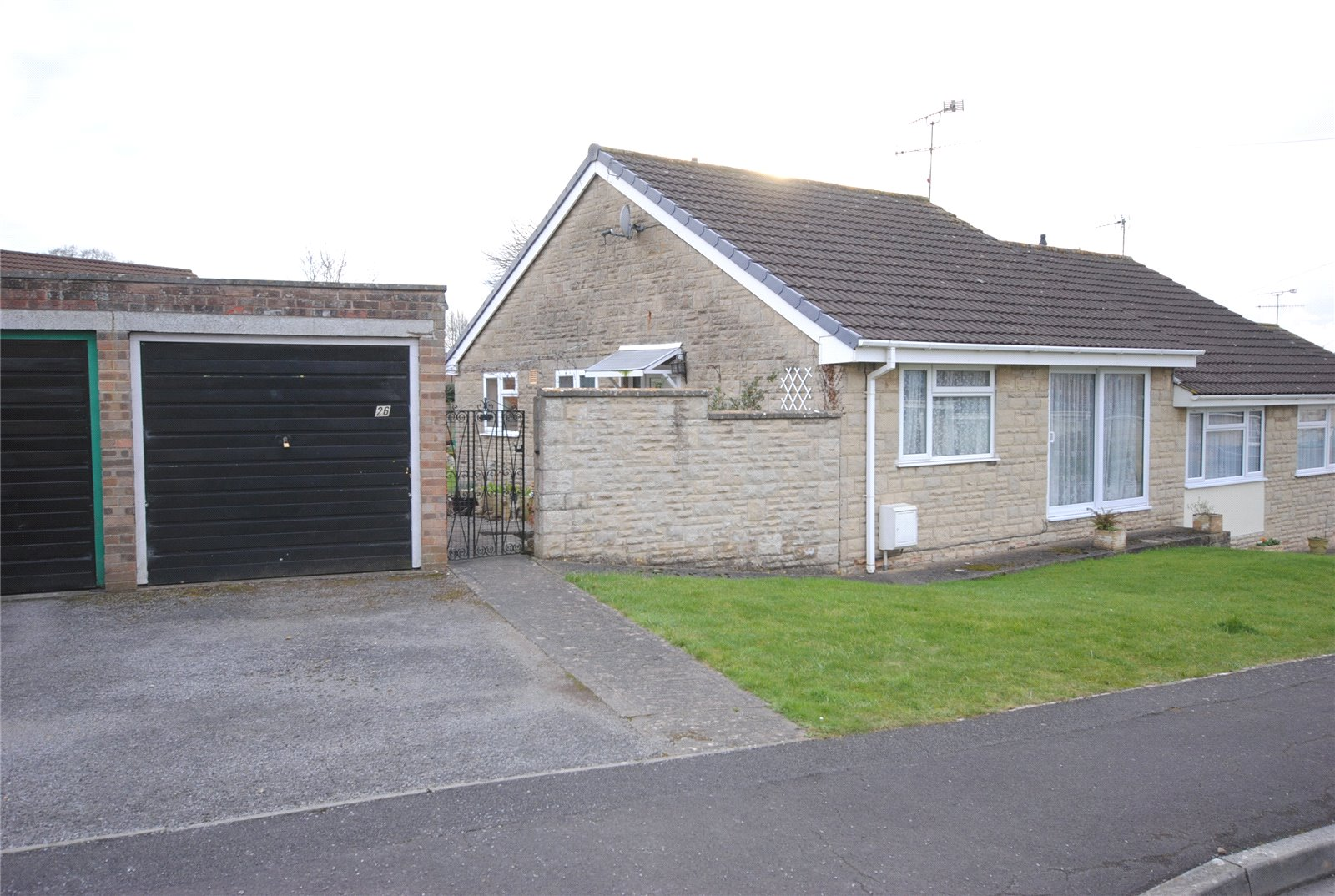 2 Bedrooms Bungalow for sale in Masons Way Cheddar BS27