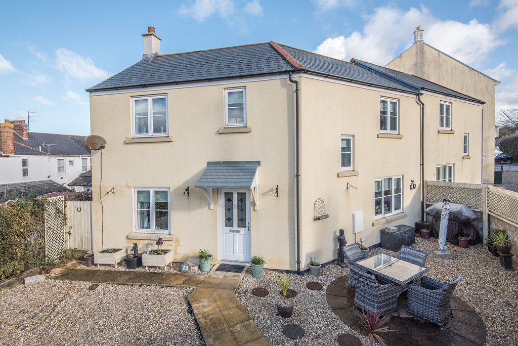 4 Bedrooms Semi Detached House for sale in Madison Close, Hayle TR27
