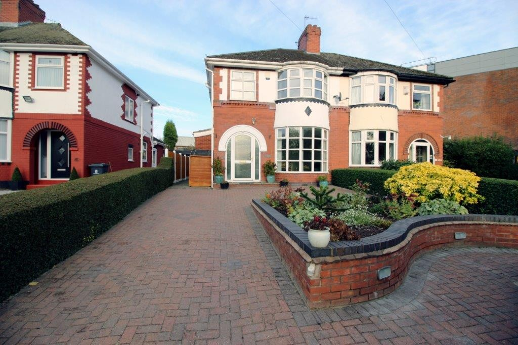 3 Bedrooms Semi Detached House for sale in Cemetery Road Shelton Stoke-on-Trent ST4