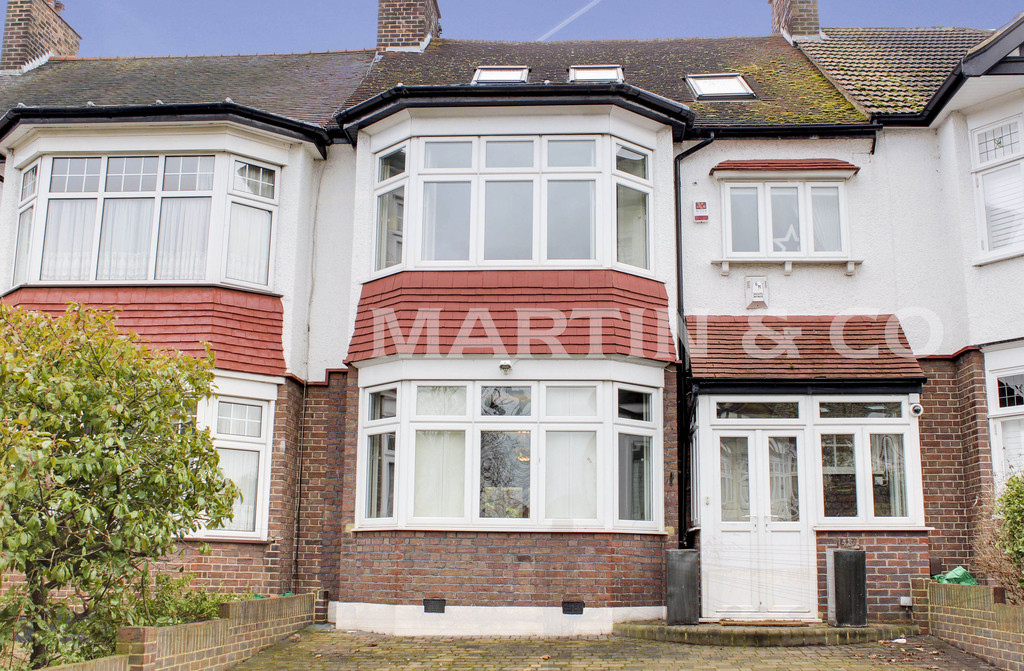 4 Bedrooms Semi Detached House for sale in Overton Drive, Wanstead E11