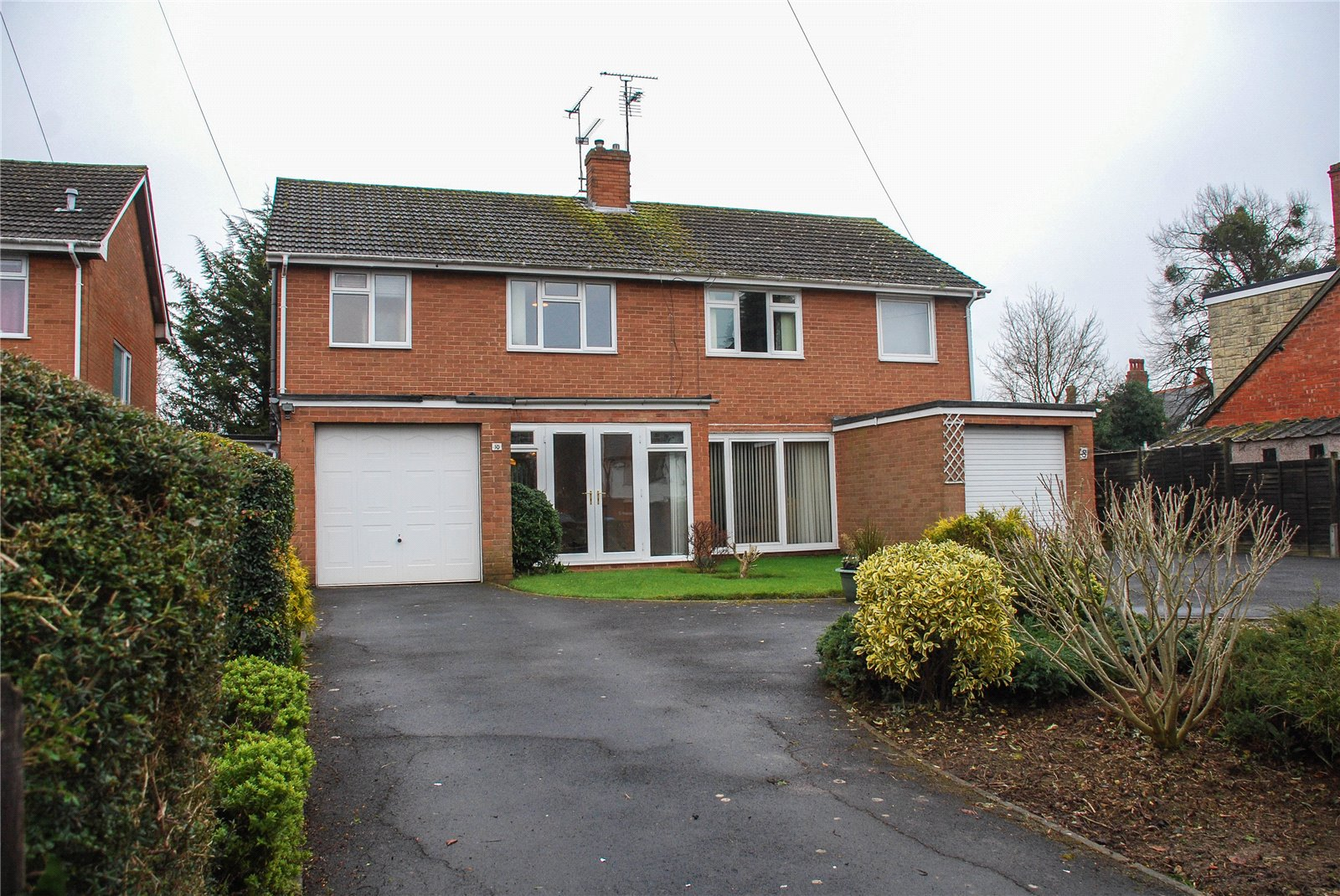 3 Bedrooms Semi Detached House for sale in Larkhay Road Hucclecote Gloucester GL3