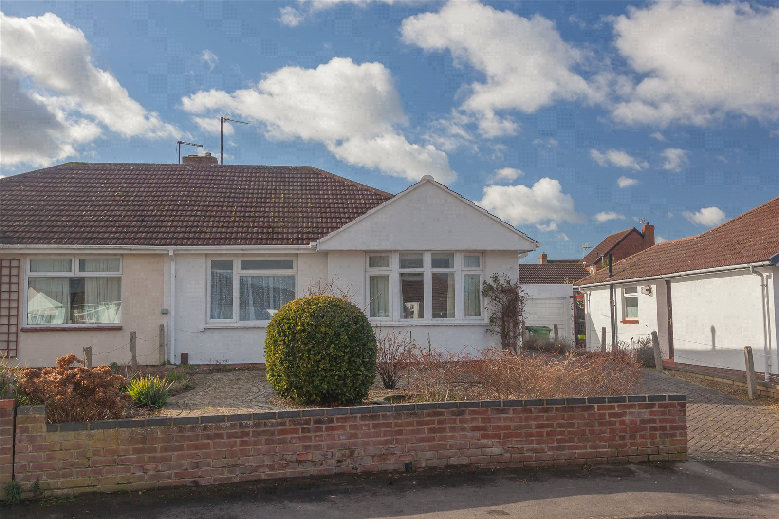 2 Bedrooms Bungalow for sale in Ashwood Way Hucclecote Gloucester GL3