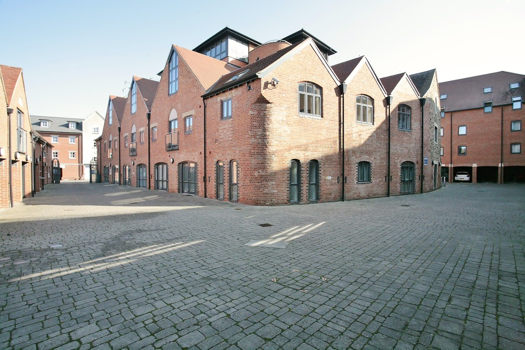 2 Bedrooms Apartment Flat for sale in The Lion Brewery, St Thomas`s Street OX1