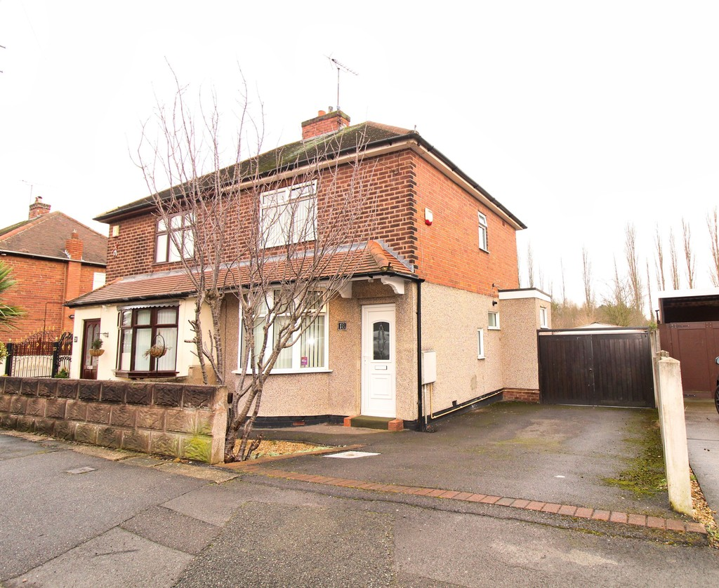 3 Bedrooms Semi Detached House for sale in Oakenhall Avenue, Hucknall NG15