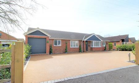 Photo of 5 bedroom Bungalow for sale