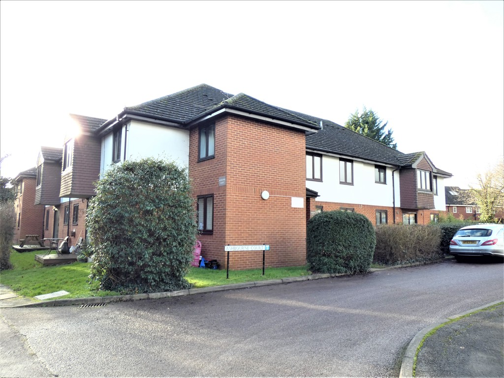 Ashbourne Court close to Highfield Park AL4