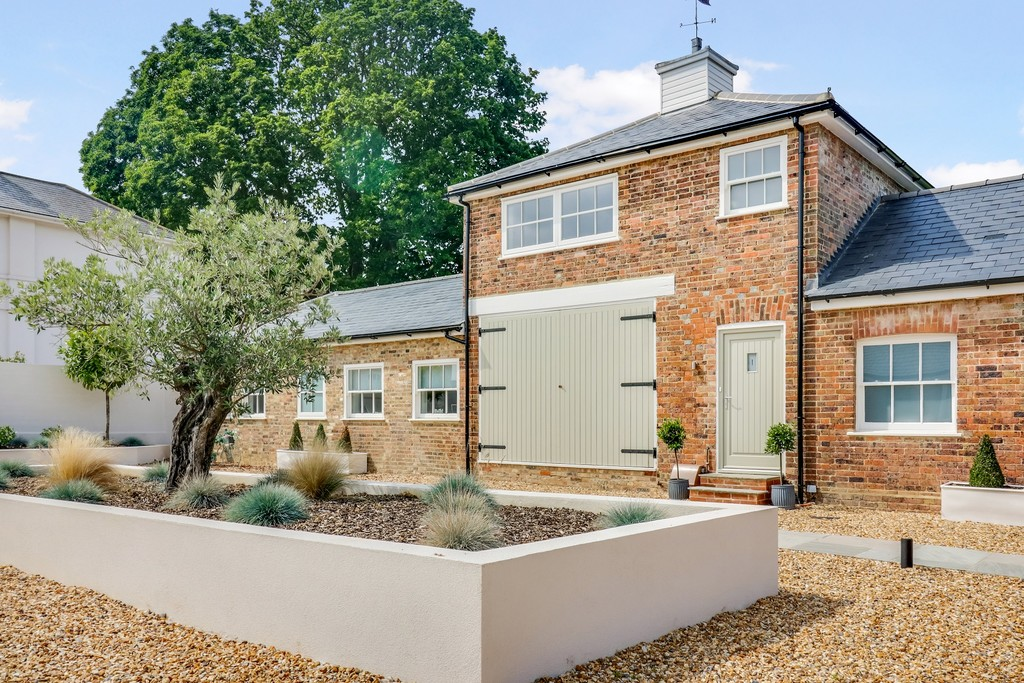 Martin Co Horsham 3 Bedroom Mews Sstc In Horsham