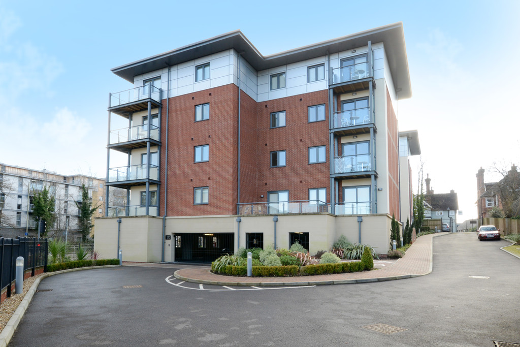 Equinox Place, Farnborough GU14