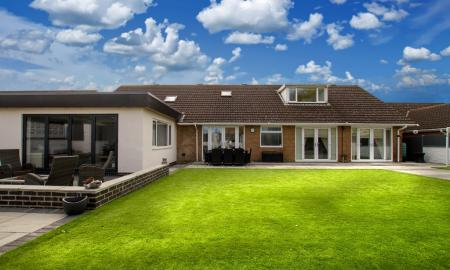Photo of 6 bedroom Detached Bungalow for sale