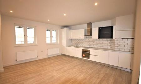 3 bedroom Flat to rent