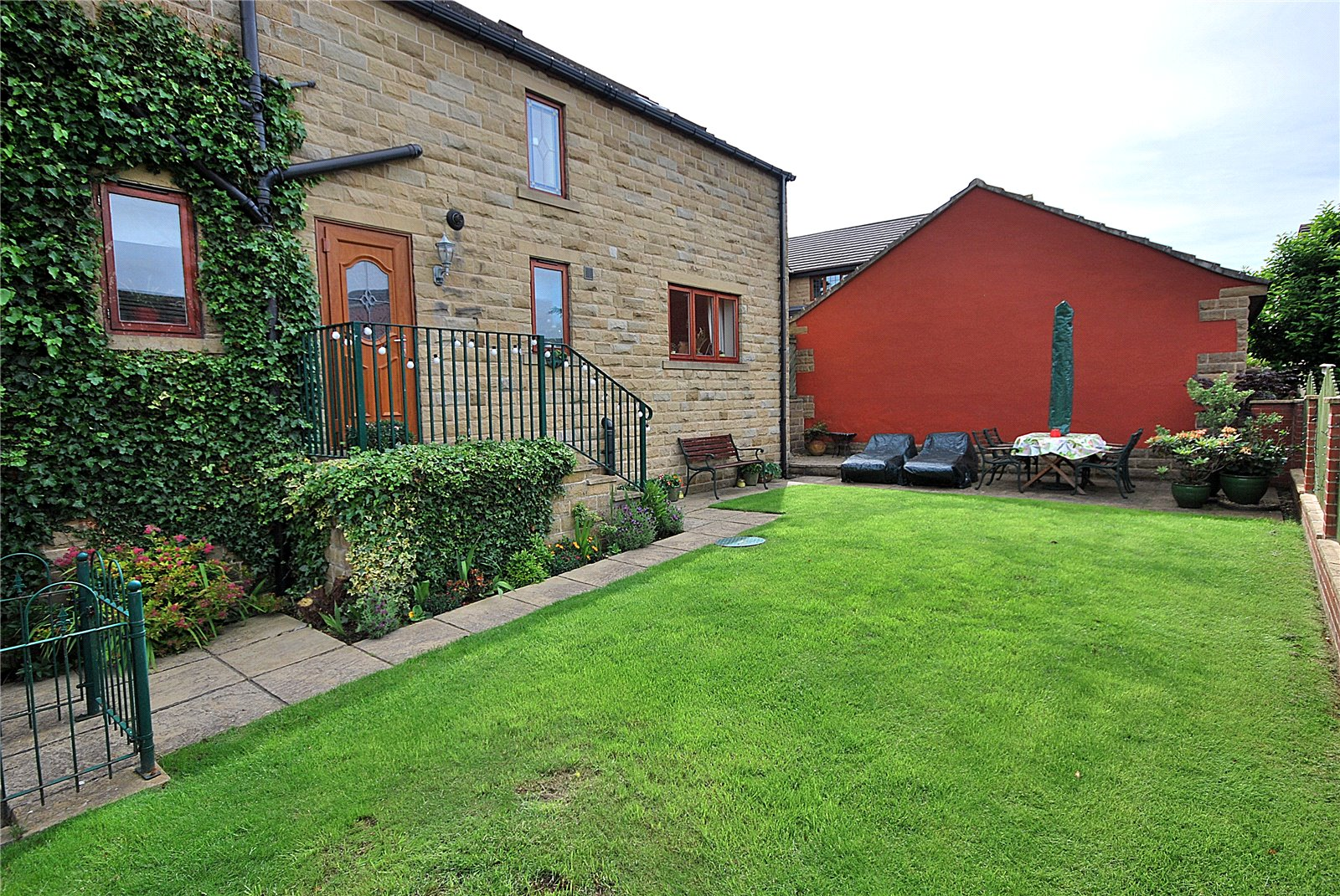 Whitegates Mirfield 4 bedroom House For Sale in Leeds Road ...