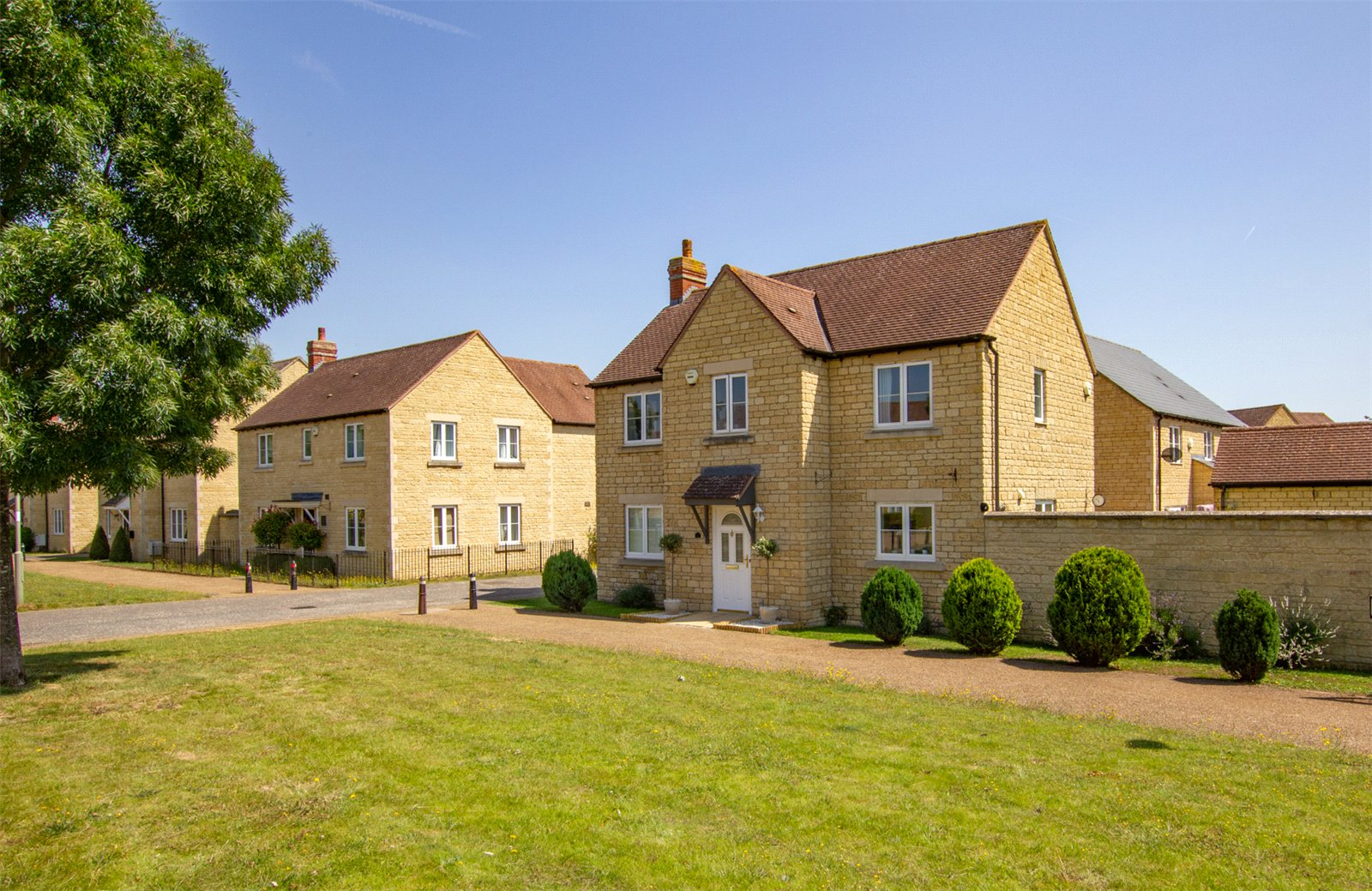 Trefoil Way, Carterton, Oxfordshire OX18