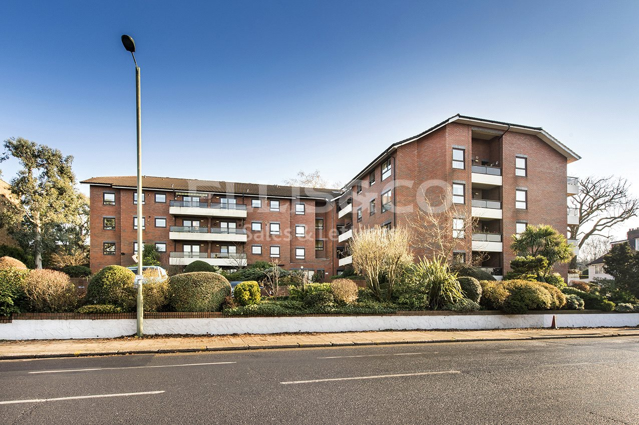 Finchley Road, London NW11 Image 15