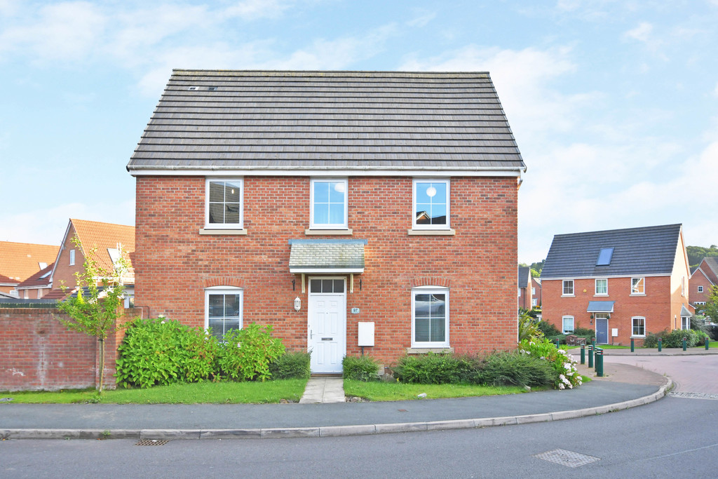 Martin & Co Newcastle under Lyme 4 bedroom Detached House ...