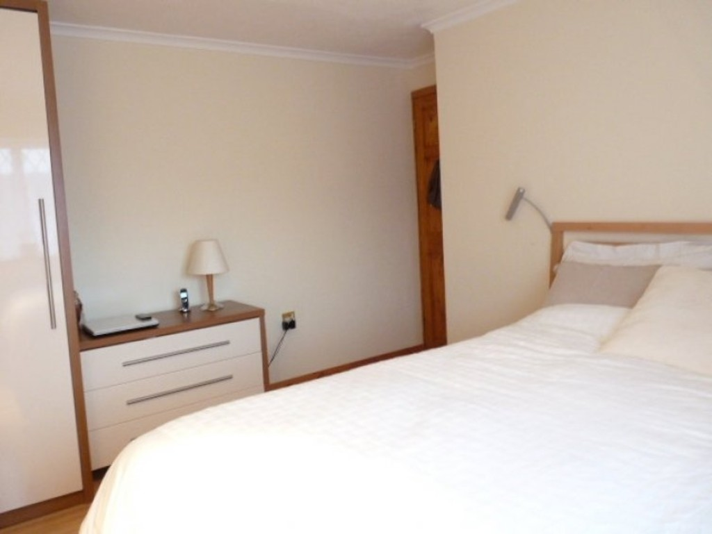 Bedroom Property In Frimley To Rent